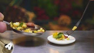 MiniFood 食べれるミニチュア 小松菜とウインナーと卵の炒め物 miniature stir fry